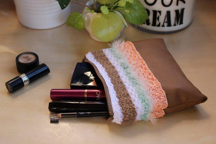 Pochette bi-matière en cuir et laine