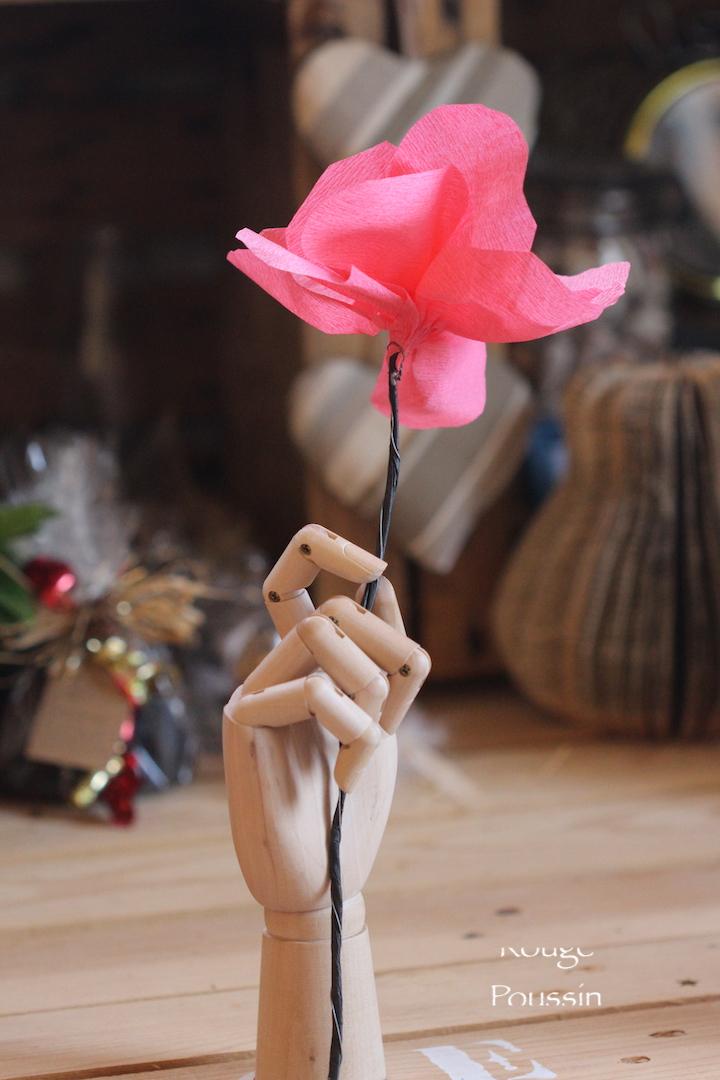 Fleurs en papier crépon réalisées pour l'exposition de Bompas