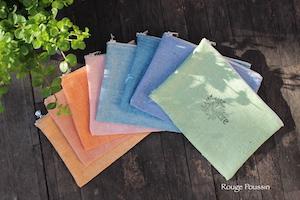 Création de huit pochettes en tissu pour le printemps.
