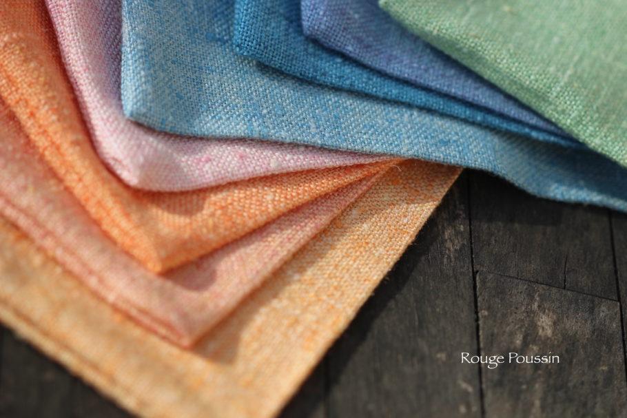 Présentation des divers coupons de tissu qui vont servir à confectionner des pochettes