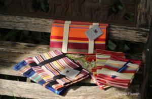 Présentation des nouveaux porte-chéquiers en tissu