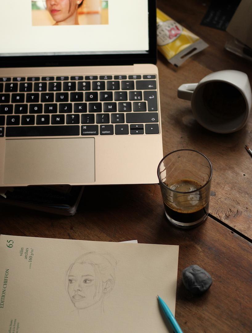 A la pause café, réalisation de croquis.