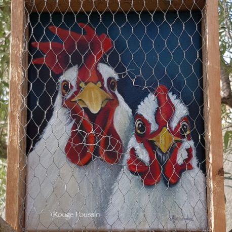 Tableau d'une poule et son coq avec un encadrement grillagé et légèrement ouvert.